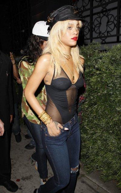 Rihanna  4a59584b0636