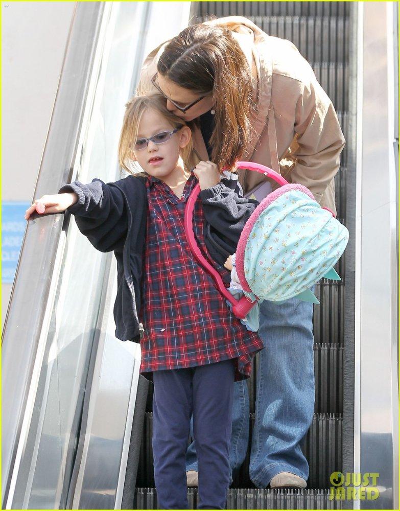 Ben Affleck and Jennifer Garner - Страница 3 E9a64e5adba7