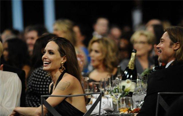 Angelina Jolie and Brad Pitt - Страница 3 D7966ef6849b