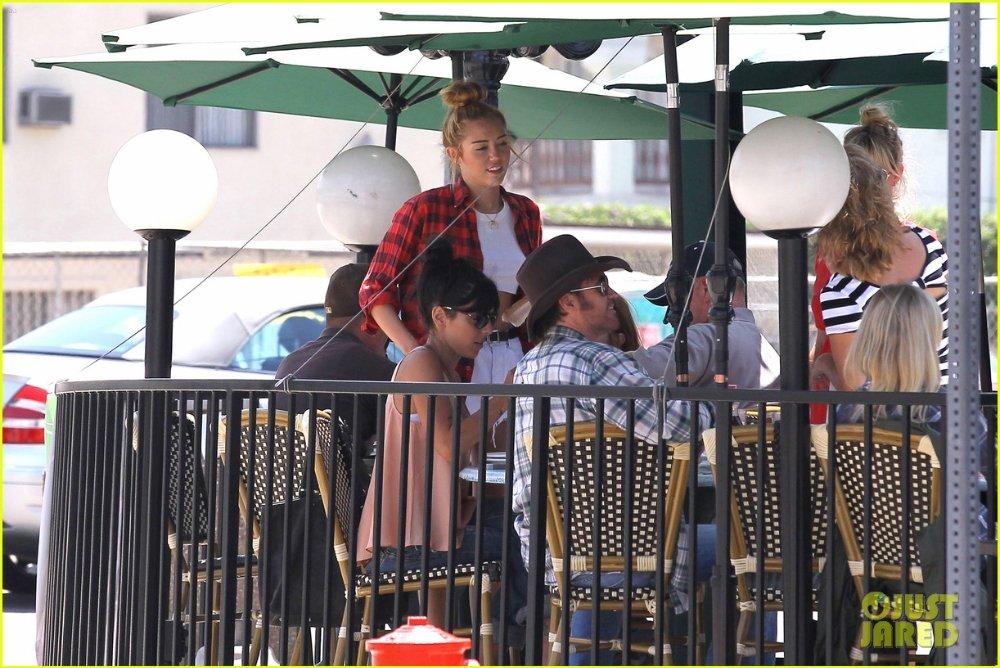 Miley Cyrus - Страница 3 95f85871fc8c