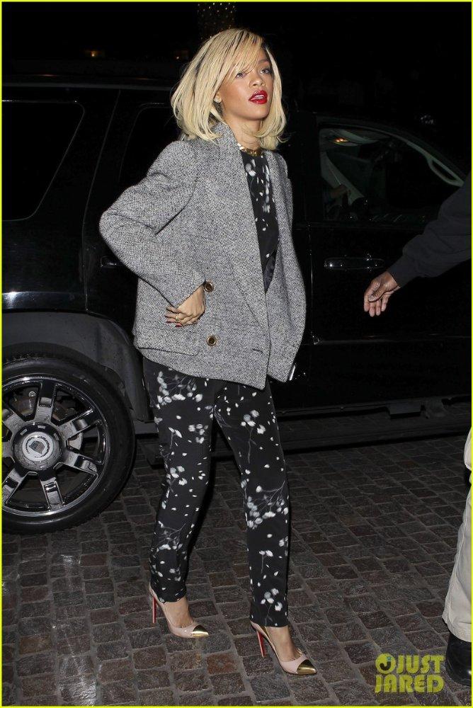 Rihanna  - Страница 4 Ded37cea94b6