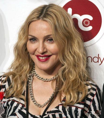 Debates con MLVC - Tópico 2: ¿Qué debería hacer ahora? - Página 2 Madonna-Opens-Hard-Candy-Gym-in-Mexico-2