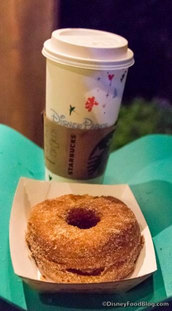 Restaurants dans les resorts Disney Américains (WDW, DCR) - Page 39 Croissant-Donut-and-a-Coffee-346x625