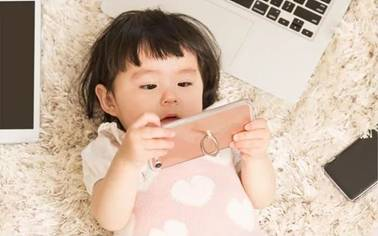妈妈们要注意了!看吃播?可能是孩子走向幼儿肥胖的捷径。。 88576c8184bccef2