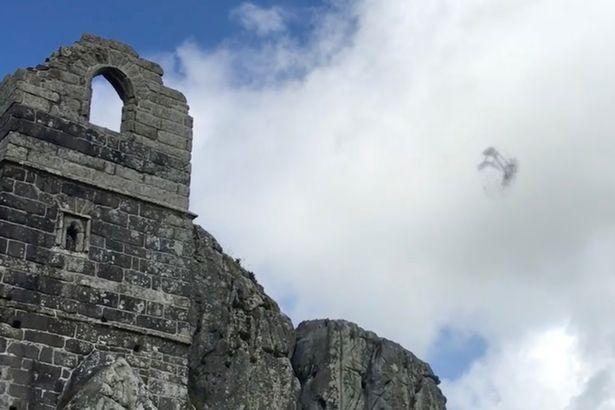Ungewöhnliche Erscheinungen am Himmel Sightings-of-suspected-UFO-caught-on-film-across-Cornwall