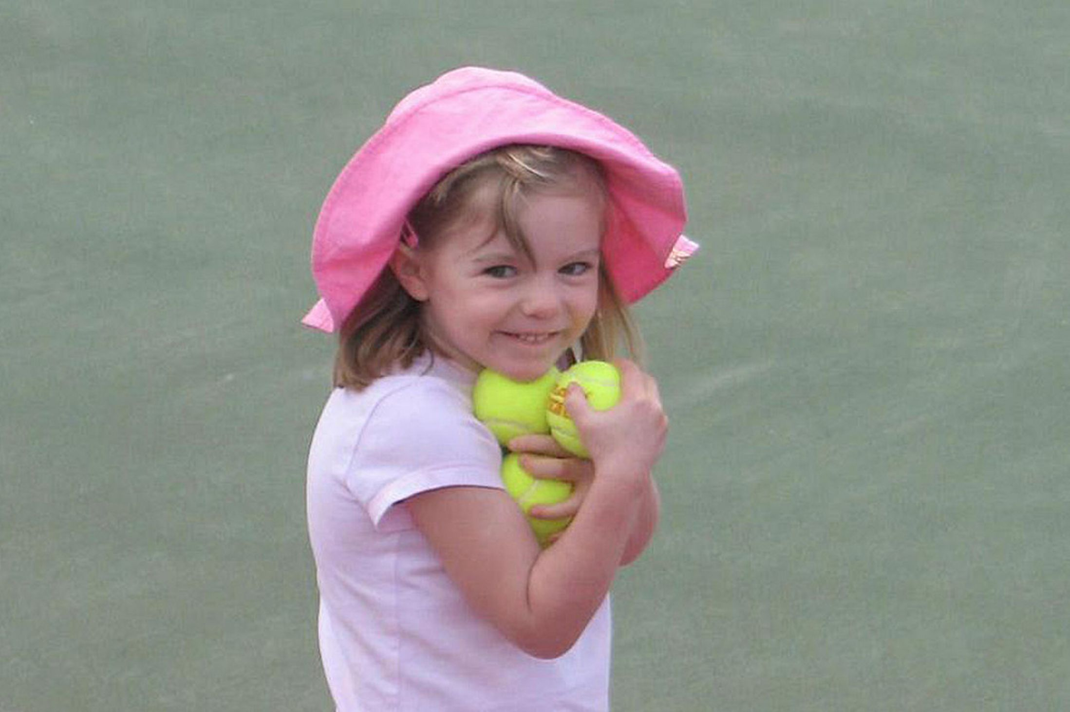 The NEW Tennis Balls Photo Thread - 'Photoshopped photo created on 5th May', claims YouTube video - Page 2 Maddie-McCann