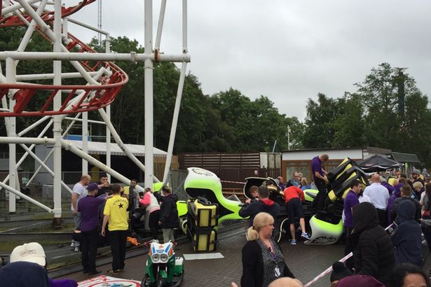 "[Ecosse] Accident sur l'attraction ""Tsunami"" du parc M&Ds Scotland's MDs-Motherwell-Tsunami-rollercoaster-crash"