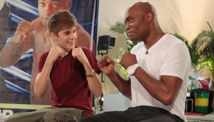 Anderson Silva bailando con Justin Bieber Spider-justin-700