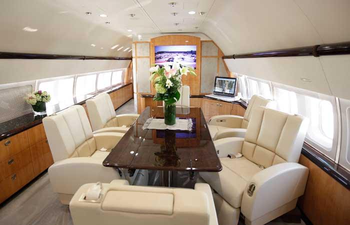 [Internacional] Em promoção, avião com sala, quarto e banheiro sai por R$ 157 milhões em feira na Suíça  Aviao-feira-3g