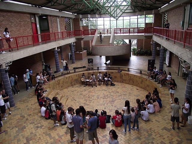Entre as dez melhores escolas do país (Brasil), só uma é pública Coluni-ufv-640x480