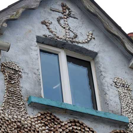 منزل مغطى بالأصداف البحرية 5