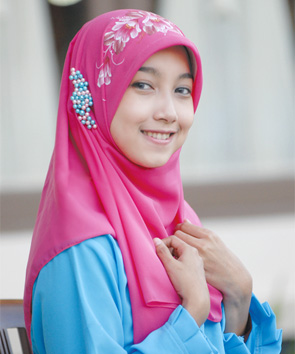 أحدث وأجمل لفات حجاب بسيطة وأنيقة 896427