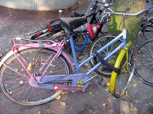 pfffuit mon brompton envolé... Pu3s_amsterdam_bicycle_colr