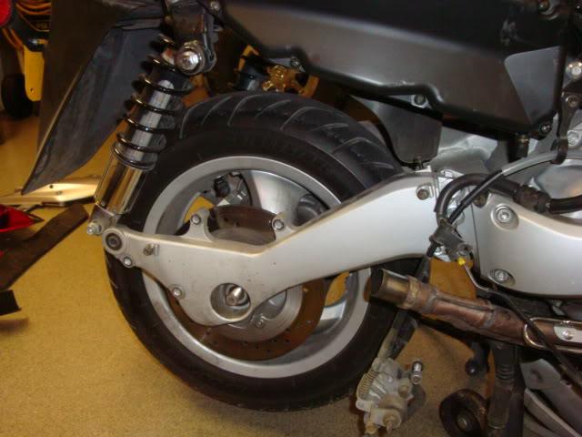 Help with rear tire (swingarm part) removal Readytoundo