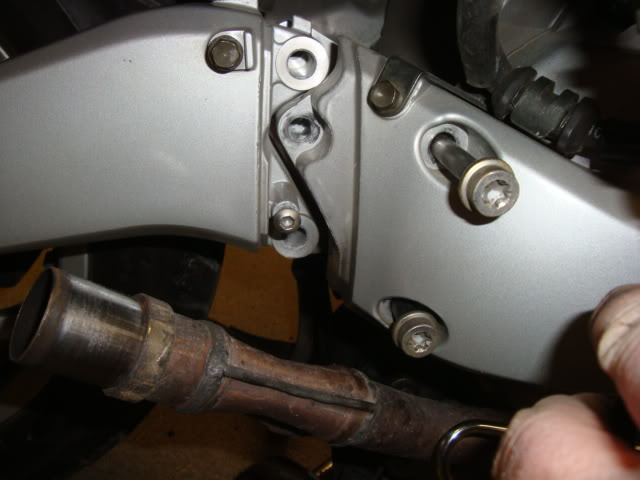 Help with rear tire (swingarm part) removal Swingarmunbolted