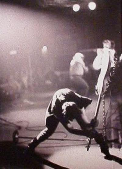 Paul Simonon (The Clash): Making P Bass history! TheClashPaulSimonon400