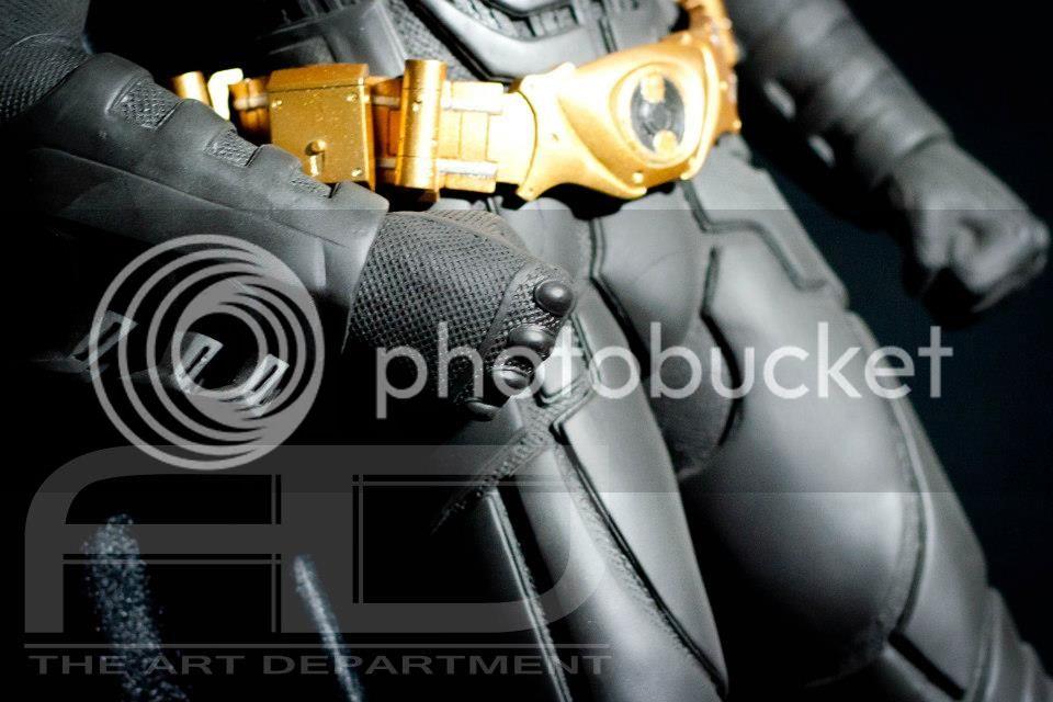 Dark Knight ( C. BALE)  Half Scale custom full statue 16172_482608218451055_77825715_n