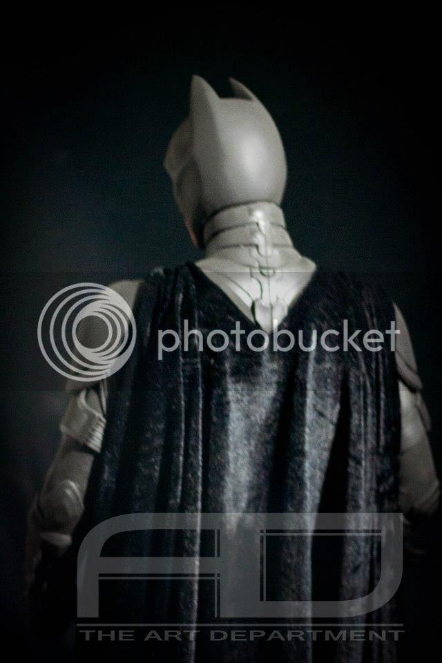 Dark Knight ( C. BALE)  Half Scale custom full statue 20392_482607855117758_1861815843_n