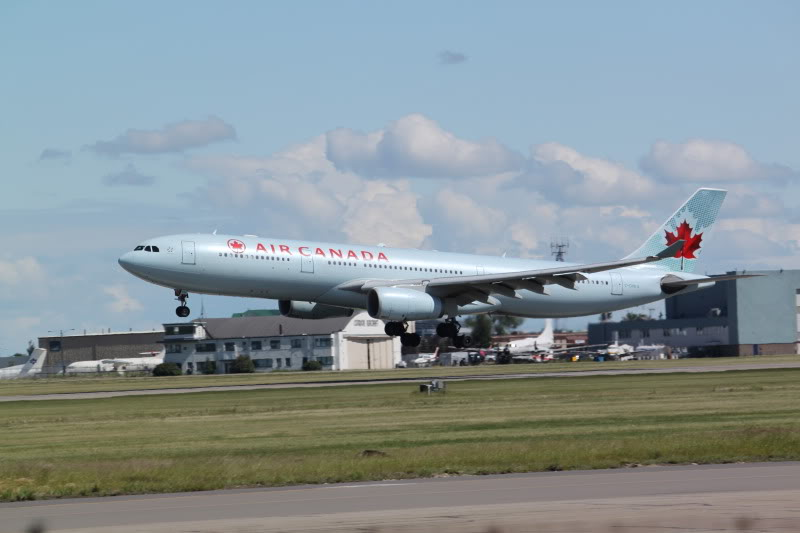 Calgary International (YYC / CYYC) IMG_6545