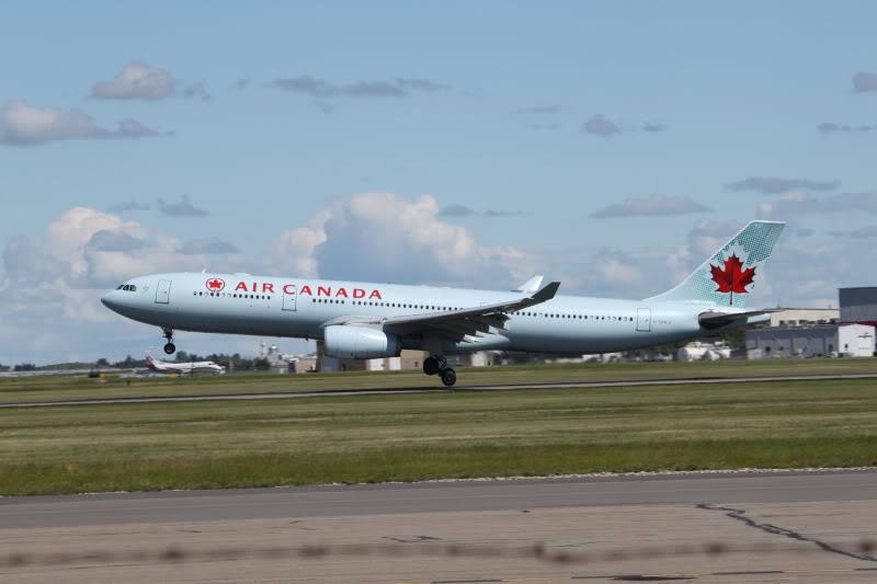 Calgary International (YYC / CYYC) IMG_6550
