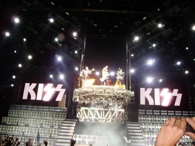 Kiss in Paris - June 17th Kiss_paris_17062008_005