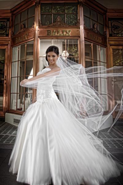 கன்னியரின் கனவுகள் திருமணப்பெண்களின் அலங்கார ஆடைகள்... Wedding-dresses02_zps4533a080
