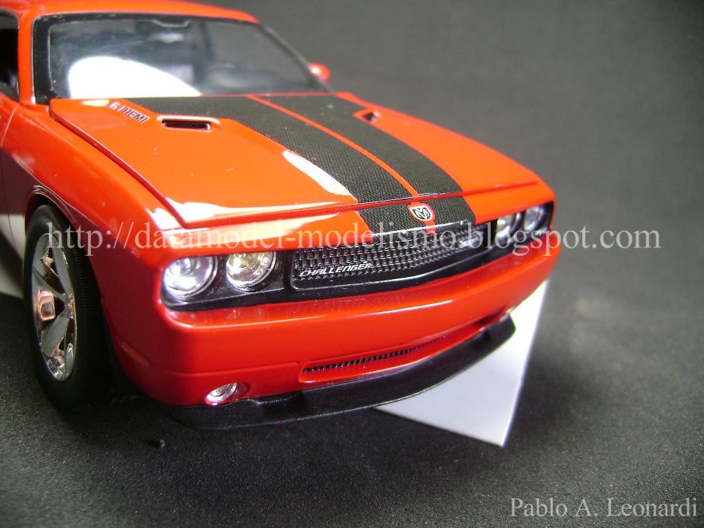 Dodge Challenger 2009 Revell 1/25 DSC01126