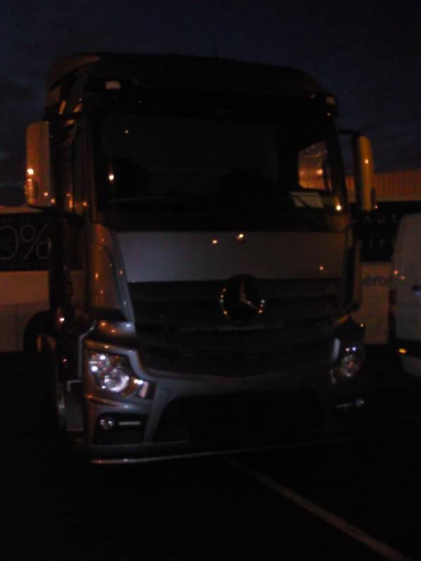Mercedes Actros MP4 Photo0011