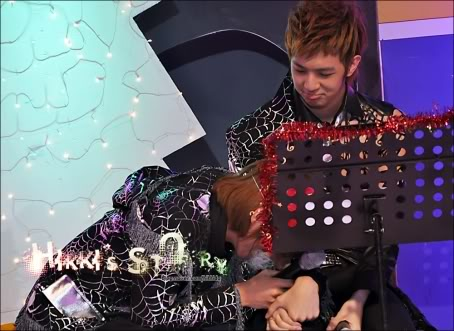 JoonDoong <3 Thunder&Joon 091218-red-christmas-79