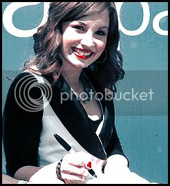Demi Lovato  - Page 2 Autograph