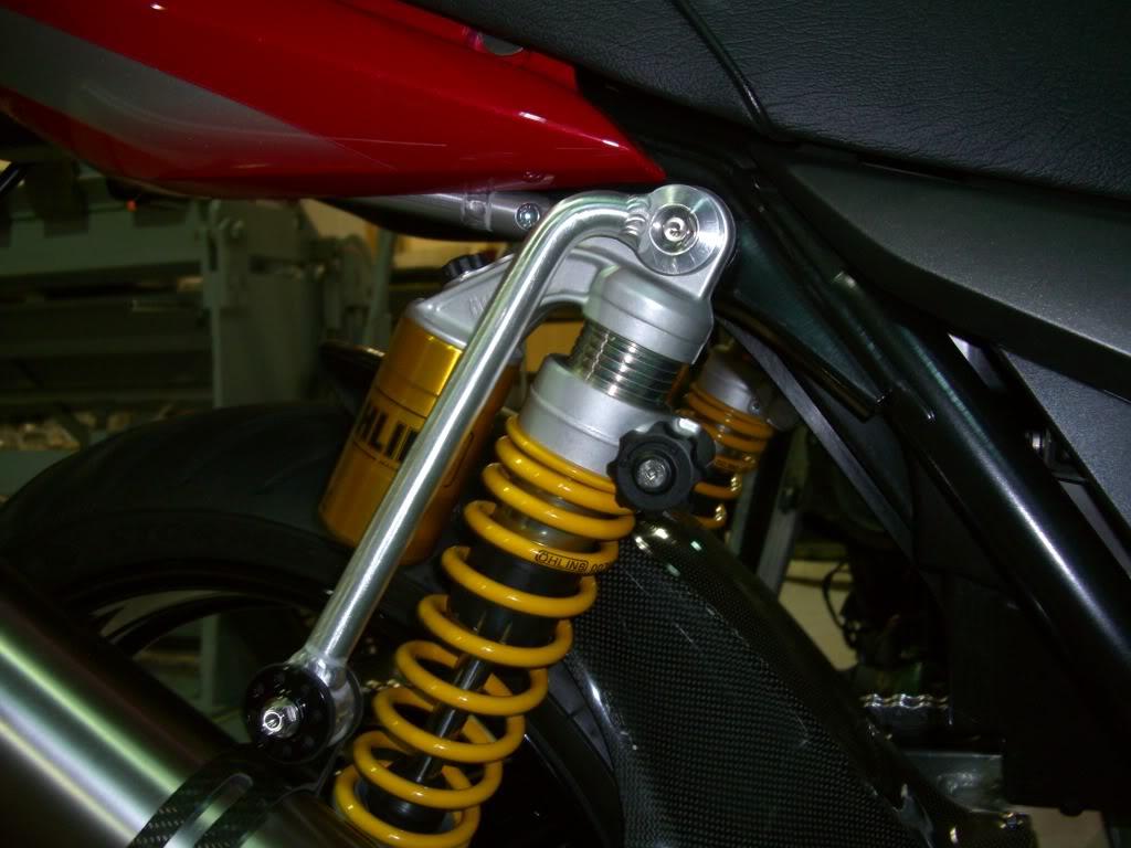 SUZUKI GSX 1400 Hangergp004