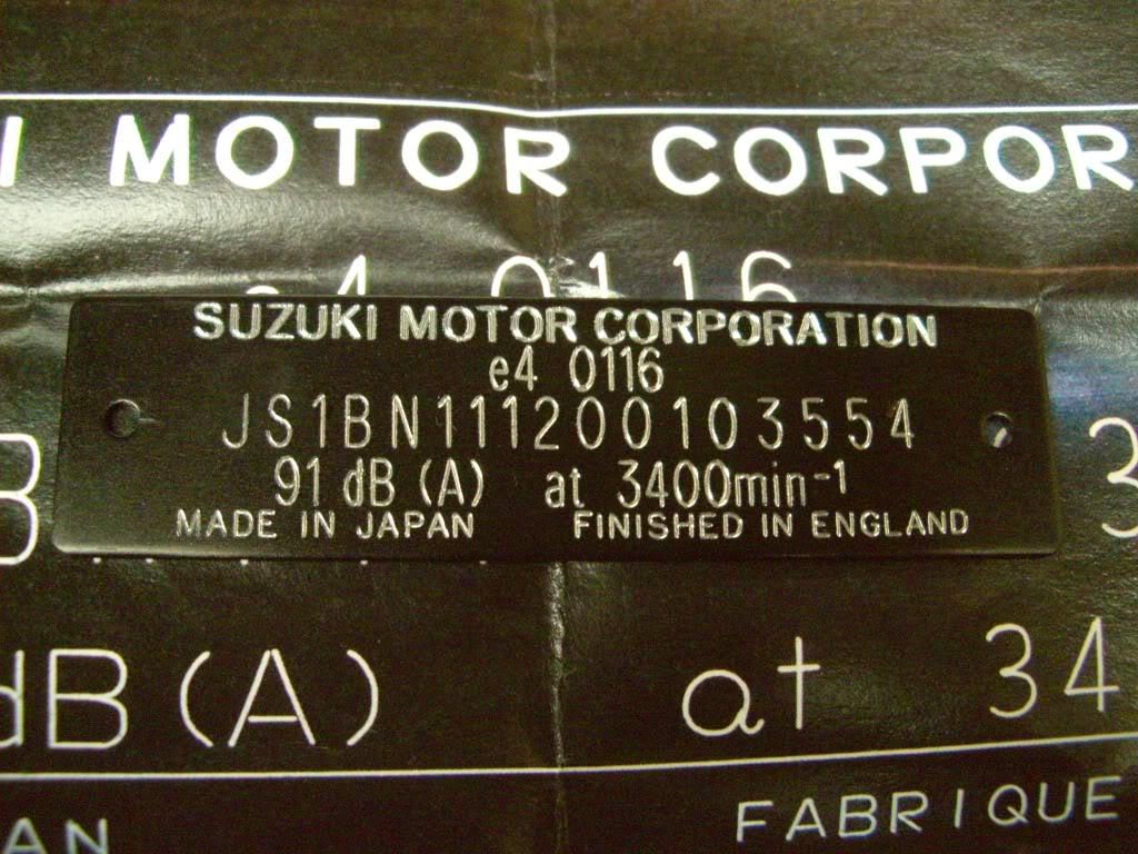SUZUKI GSX 1400 Vin005