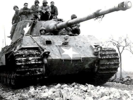 choix de deco sur le king tiger Pzkpfw-vi-ausf-b-king-tiger-captured-01