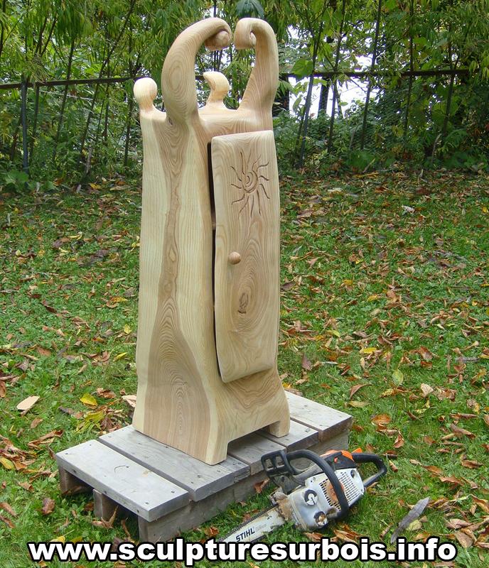 Sculpture à la Tronçonneuse d'une armoire type conte de fée DSC02534_zps2f25e08b