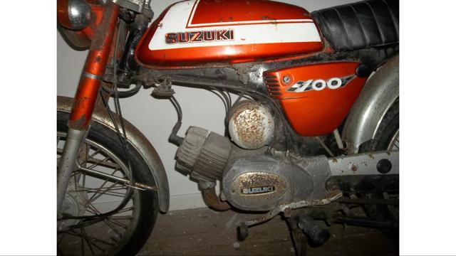 Suzuki A100  00d5d386-c078-46a8-bb24-99a65a663688