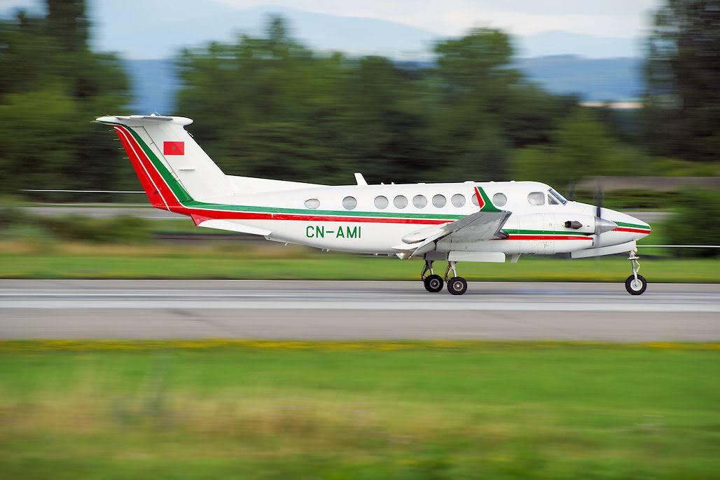 FRA: Avions VIP, Liaison & ECM - Page 4 DSC07903