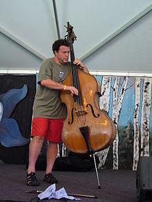 [Music Artist Wiki] Edgar Meyer (Cần BBcode) 220px-Edgar_Meyer_performing_at_the_2006_RockyGrass_Music_Festival_
