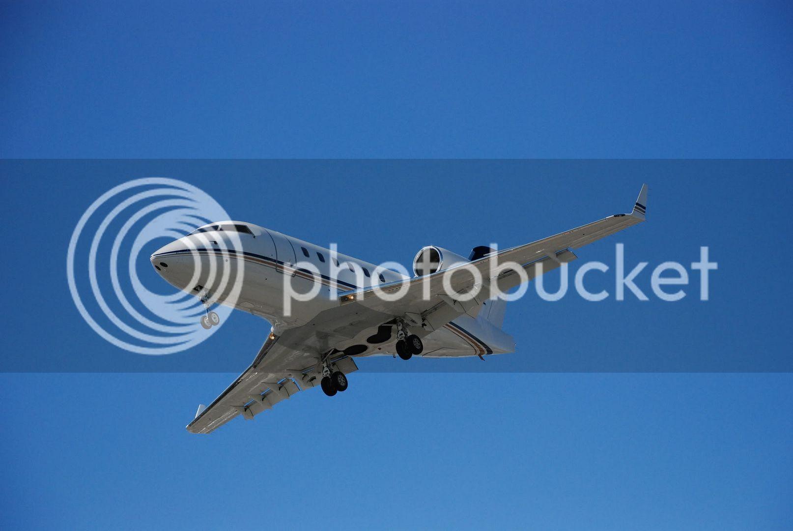 Airplane | 飛行機 | Máy bay Airplane_Landing_in_Toronto