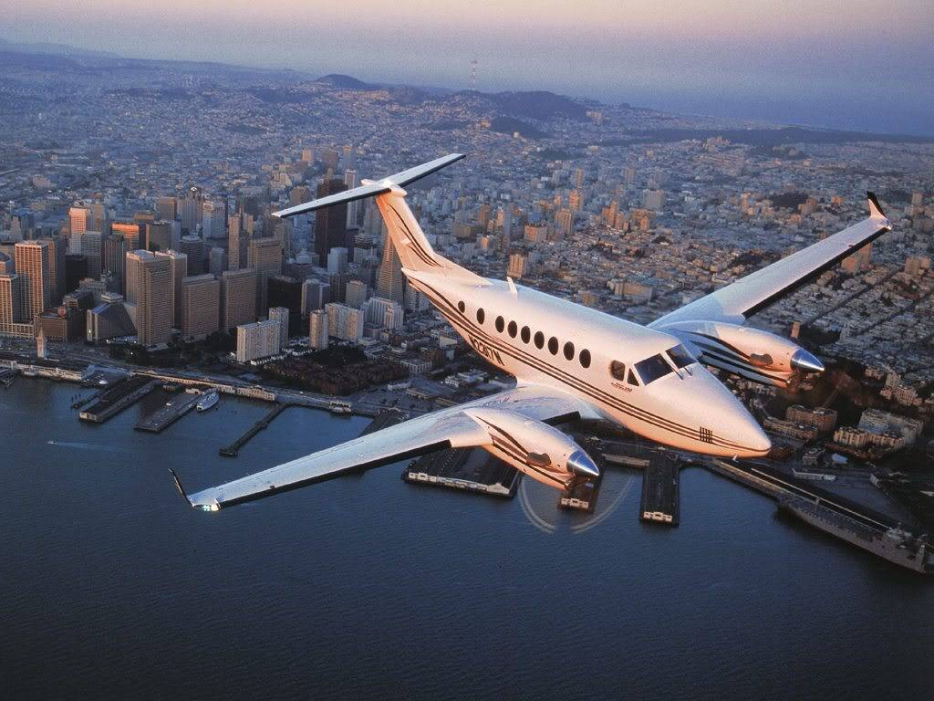 Airplane | 飛行機 | Máy bay United-Service-Companies-Airplane