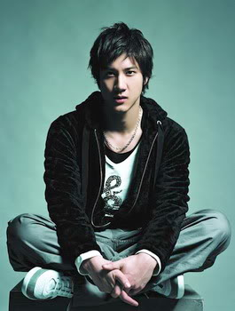 Wang Lee Hom charms fans with the guitar and the piano Chinese-wang-lee-hom