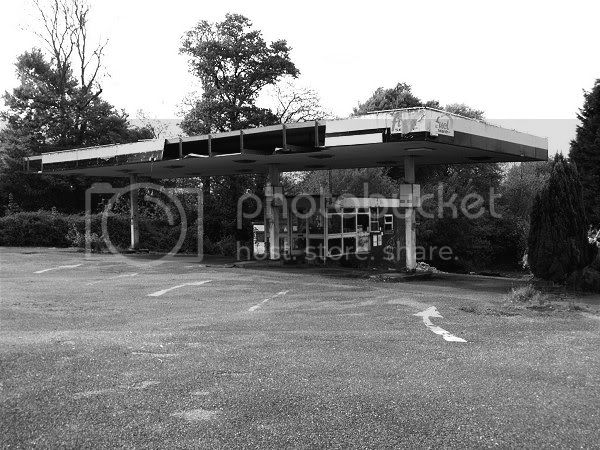 Abandoned Petrol Station - Haldon Hill, Nr.Exeter - November 2009 Dsc00493