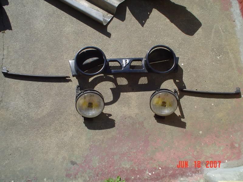 Nissan spotlight grill DSC01539