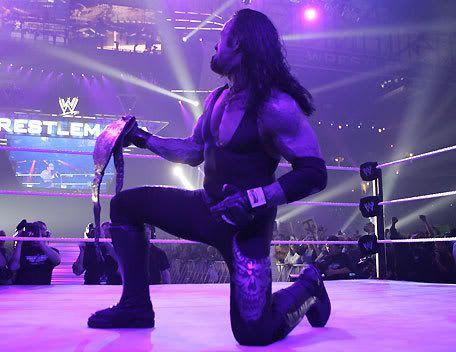 The Undertaker avec la ceinture de la WWE UndertakerAsWorldHeavyweightChampio