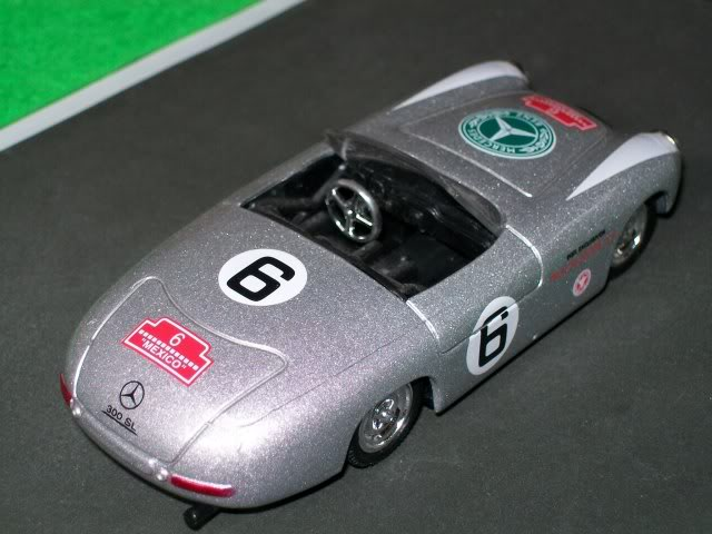 Mercedes Benz 300 SL Spider. New Ray. Juanh Racing Team 077 100_3597