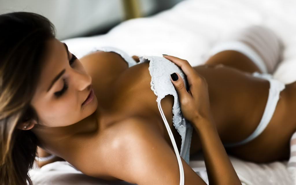 Women of the Day - Page 3 Beautiful_Hot_girl_wallpaper-1920x1200
