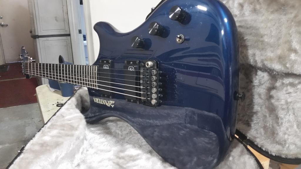 guitar - X390 Caspian Blue @ Guitar Center Cedar Rapids 20170223_101627_zpsrmjja1wc