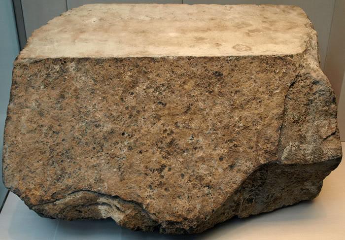 பண்டைய 7 உலக அதிசயங்கள் 800px-KhufuPyramidCasingStone-BritishMuseum-August19-08