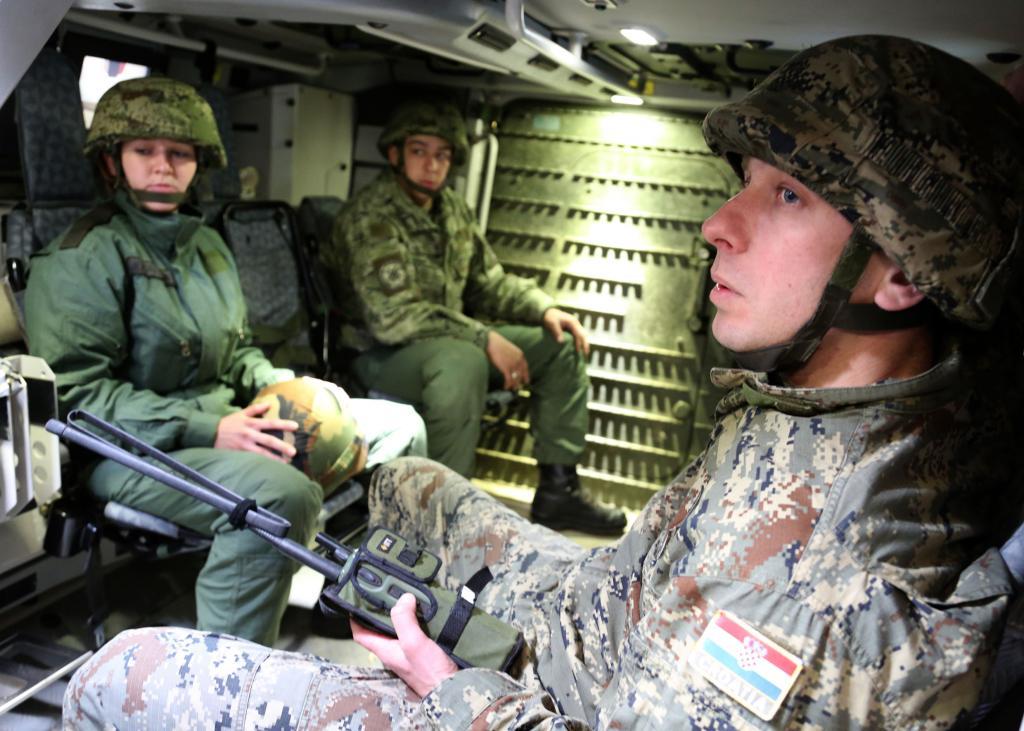 Forces Armées Croates /Croatian military /Oružane Snage Republike Hrvatske - Page 3 AMV_O3_zpsdd9a3090