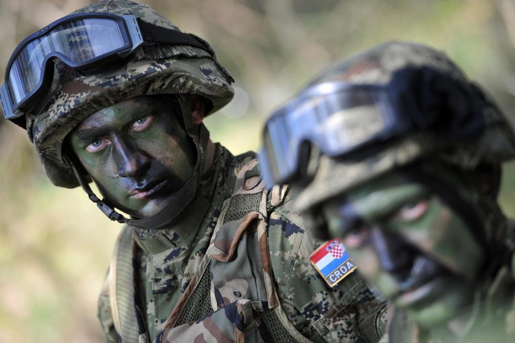 Forces Armées Croates /Croatian military /Oružane Snage Republike Hrvatske - Page 4 Vukovi_08042014_01_zps0c3d0087