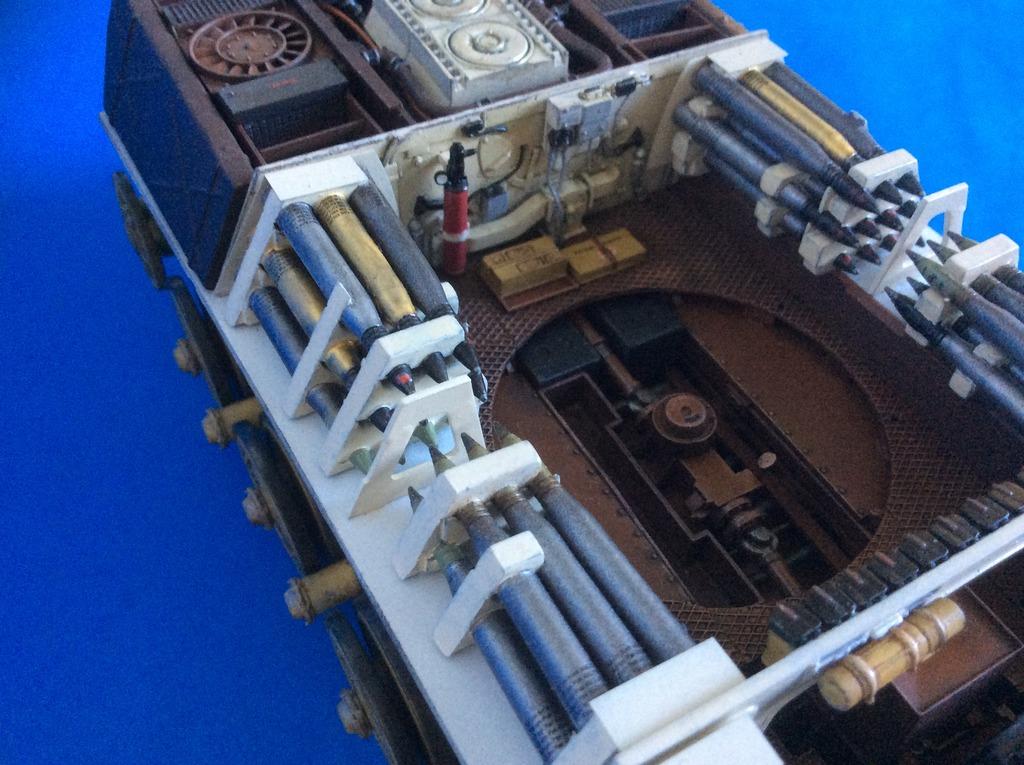 King Tiger torre Henschel con zimmerit del Pz. Abt. 505. Takom. 1:35 029_zpsr6q1e3hf